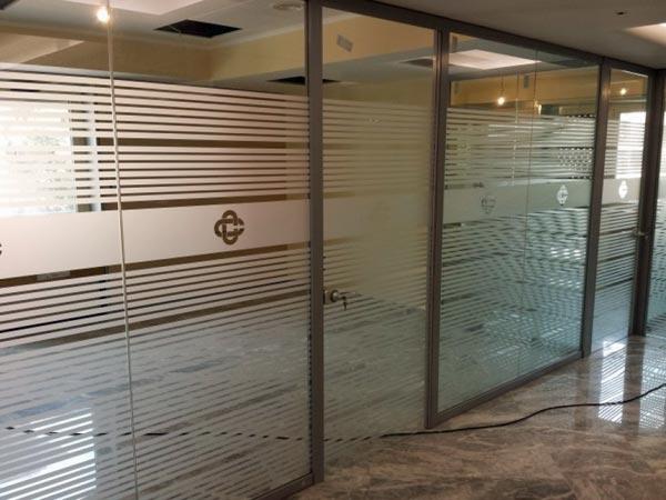 Pellicola decorativa per vetri Bologna Veneto – Decorazioni per finestre negozio scritte adesive